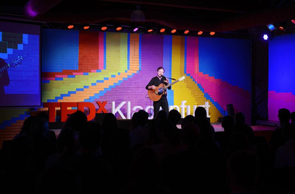 Dublin Songwriter Rocks the TEDxKlagenfurt 2015 Stage