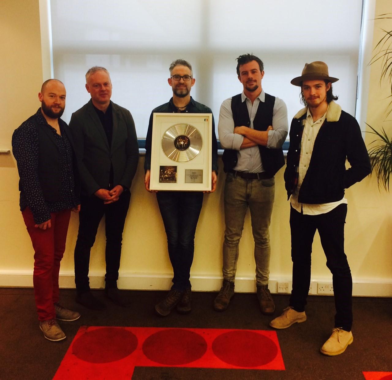 IMRO present award to We Banjo 3