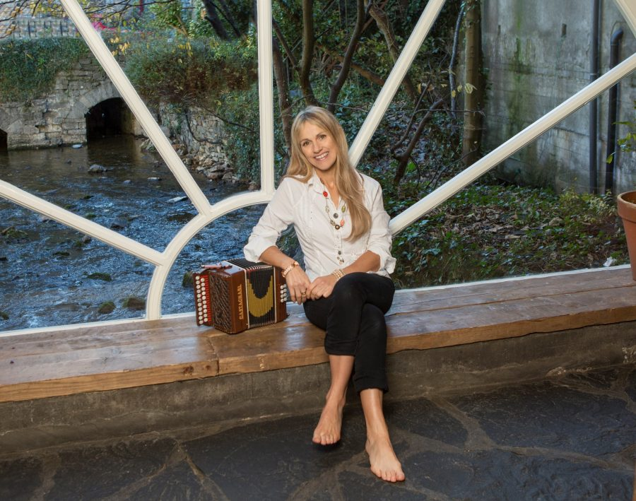 """Sharon Shannon Releases """"Sacred Earth"""""""