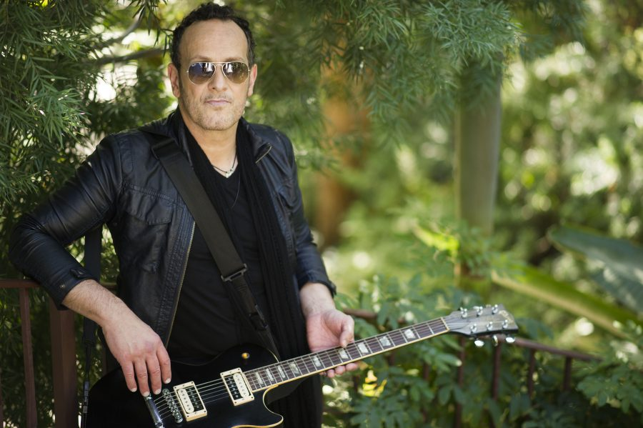 Vivian Campbell to receive the Oh Yeah Legend Award