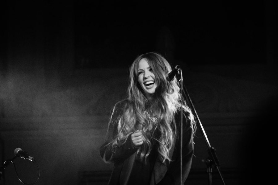Lisa Lambe Signs to Blue Élan Records