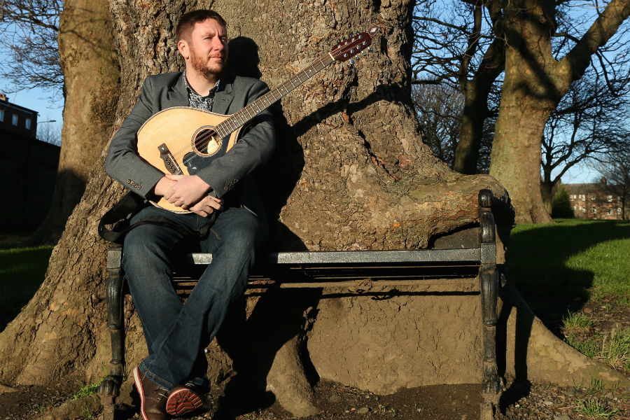 Daoirí Farrell Releases Third Album 'A Lifetime Of Happiness'