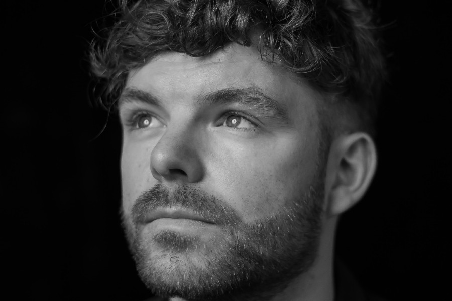 Faraway Martin Shares Video for 'The Lights Turn On'